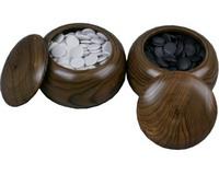 Стандартные чаши с черными и белыми камнями для го.